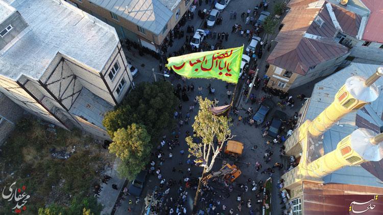 بر افراشته شدن قارقارا در میدان مسجد جمعه